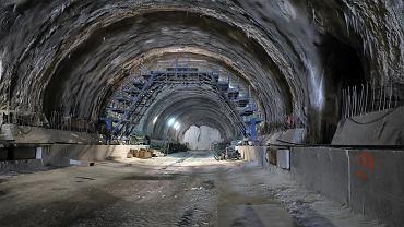"""Już przejechali tunelem na zakopiance. """"Wiele wskazuje na to, że wykonawca dotrzyma terminu"""""""