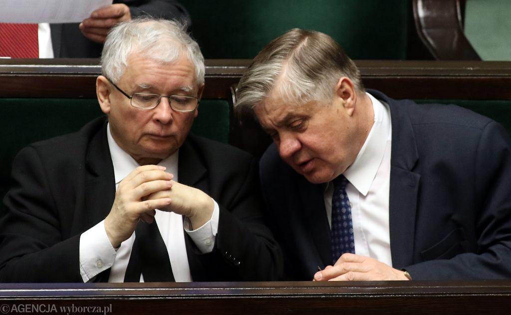 Prezes PiS Jarosław Kaczyński i Krzysztof Jurgiel w sejmie podczas glosowań .