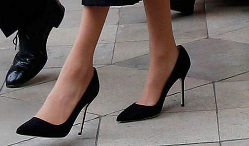 7dfbc668e Meghan Markle często nosi za duże buty. To nie są wpadki. Wiemy ...