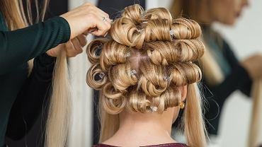 Niemodne i kiczowate fryzury, które postarzają. Nie czesz się tak, bo dodasz sobie nawet 10 lat!