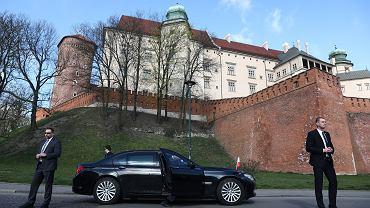 SOP-iści podczas wykonywania obowiązków służbowych. Wawel, 10 kwietnia 2020