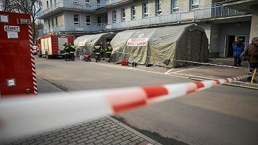 Koronawirus w Polsce. W Łodzi w szpitalu im. Biegańskiego przeprowadzono ćwiczenia terenowe przygotowujące na atak koronawirusa