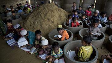 Dzieci Rohingya w szkole koranicznej w obozie dla uchodźców w Bangladeszu, 30 października 2017