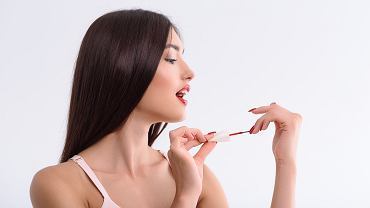 Jak przyspieszyć schnięcie lakieru do paznokci? Zdjęcie ilustracyjne, Olena Yakobchuk/shutterstock.com