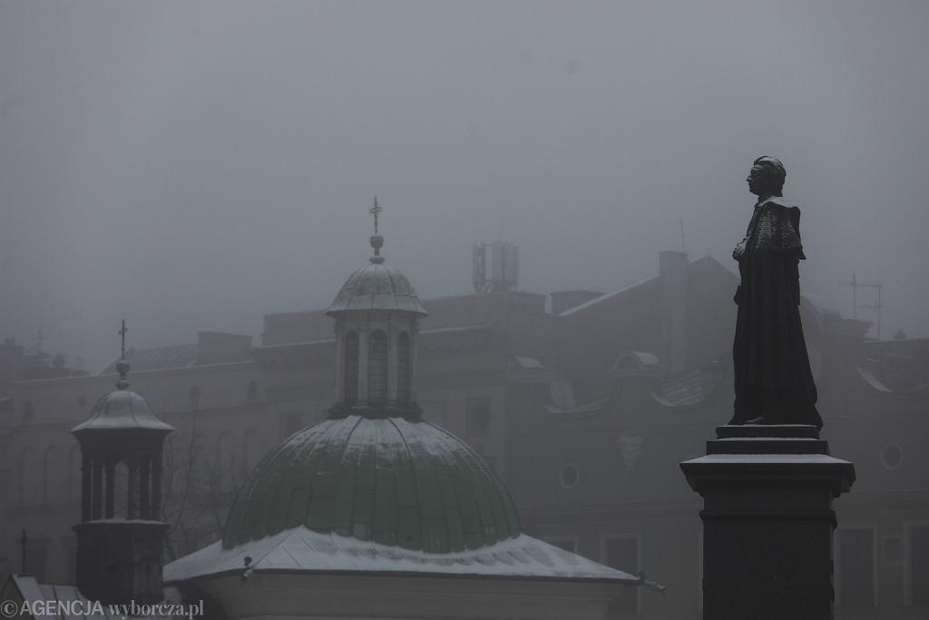IMGW ostrzega przed gęstymi mgłami. Alertami objęta znaczna część kraju