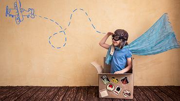 100 pomysłów na zabawę z dzieckiem, bez wychodzenia z domu. Zdjęcie ilustracyjne, Sunny studio/shutterstock.com