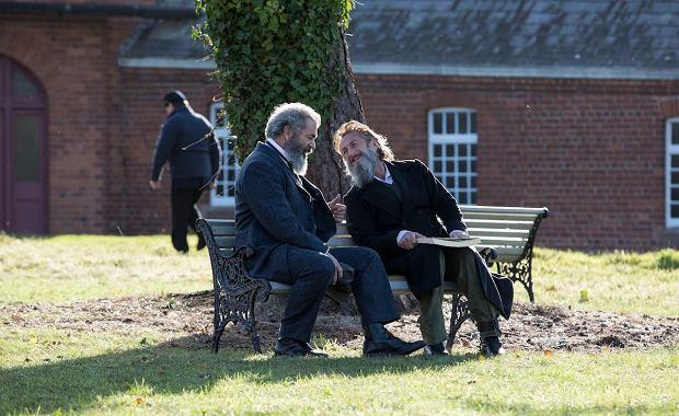 Kadr z filmu Profesor i szaleniec