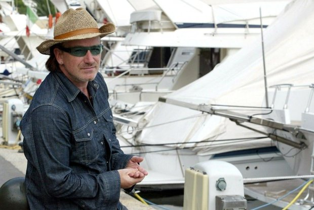 PHOTO: EAST NEWS/REX FEATURES  BONO  BONO ON HOLIDAY IN NICE, FRANCE - 06 DEC 2004