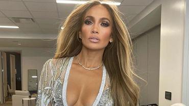 Jennifer Lopez pozuje na jednym zdjęciu z mamą i córką