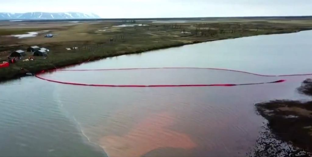Katastrofa ekologiczna w Norylsku (screen: Twitter/@Reuters)