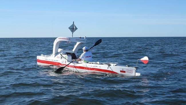 Aleksander Doba dryfuje bez steru po Oceanie Atlantyckim
