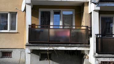 Kielce. 11-miesięczna dziewczynka wypadła z balkonu na parterze. Dziecko nie przeżyło. Zdjęcie ilustracyjne