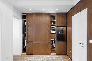 Jak zrobić szafę przesuwną na poddaszu?
