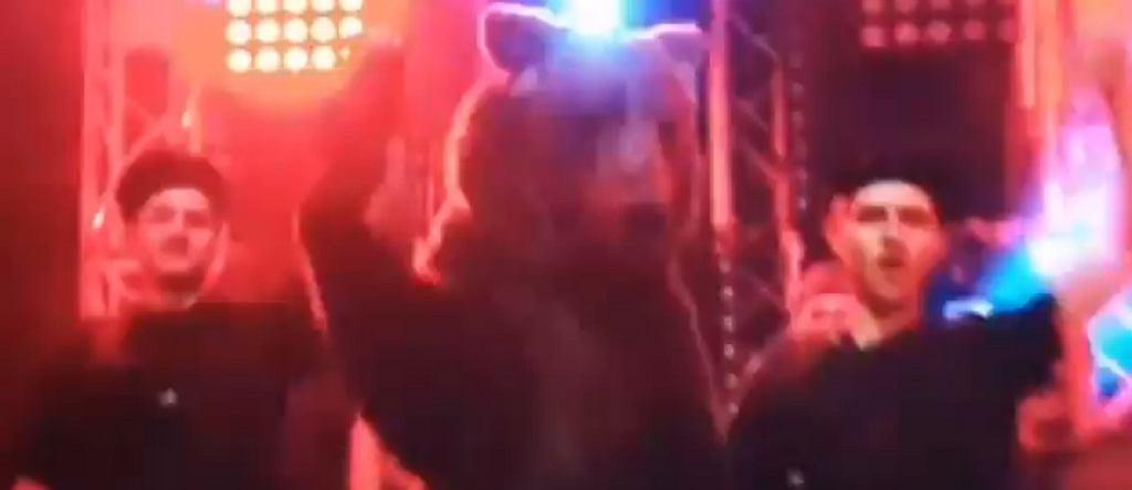 Charitonow wyszedł na ring z prawdziwym niedźwiedziem!