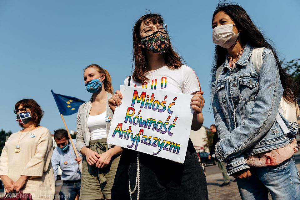 Protest przeciwko antytęczowej manifestacji Młodzieży Wszechpolskiej w Gdańsku, 12 września 2020.