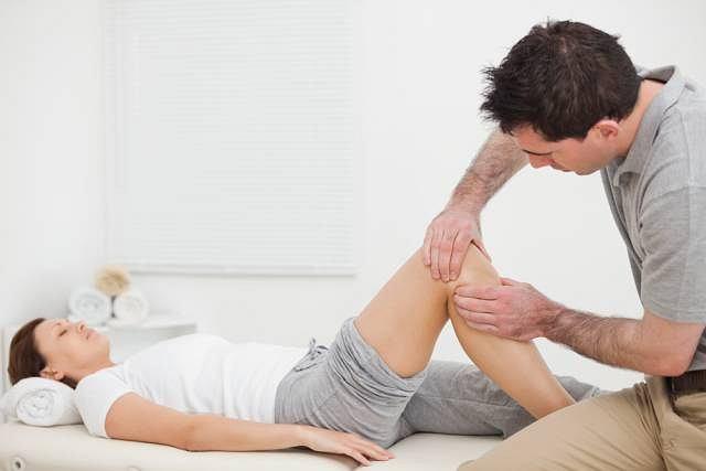 Osoby, u których ból stawów pojawia się wraz ze zmianą pogody również powinny skorzystać z pomocy masażysty. Taka wizyta pozwoli złagodzić dokuczliwy ból