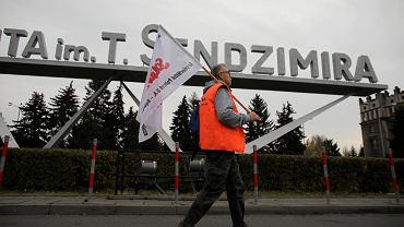 Związkowcy rozpoczęli okupację budynków administracyjnych krakowskiej huty