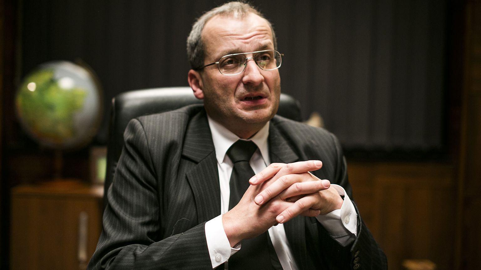 Robert Górski jako prezes w serialu 'Ucho prezesa'