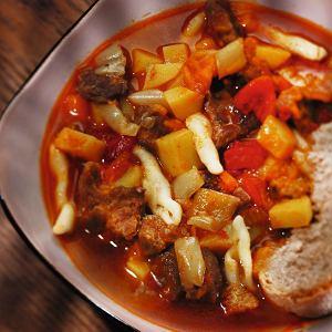 Zupa węgierska gulaszowa