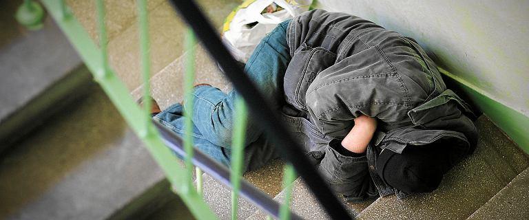 Radziwiłł apeluje o zwrócenie uwagi na osoby bezdomne. Bezpłatna Infolinia 987