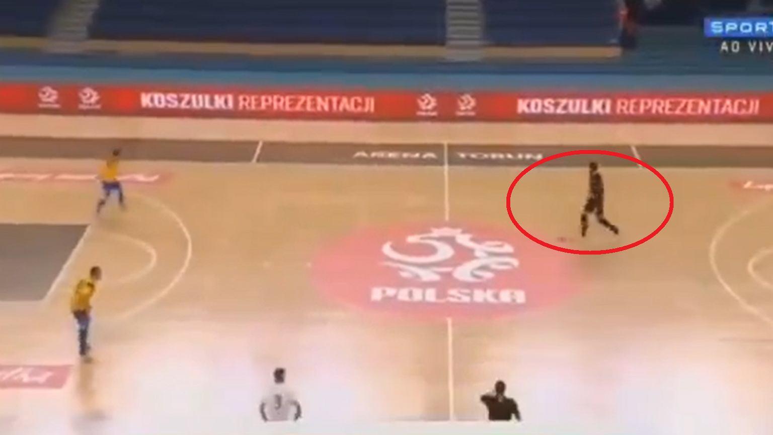 Portarul polonez a marcat un gol minunat din Brazilia!  Colegii se țin de cap [WIDEO] Pi³ka nu