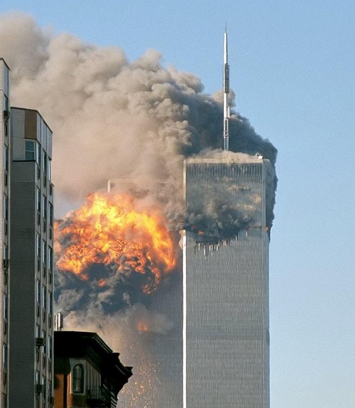 Moment uderzenia drugiego samolotu w wieże WTC w Nowym Jorku, 11 września 2001 roku