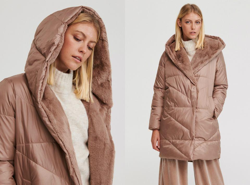 Ciepłe płaszcze z kapturem - przegląd oferty sieciówek