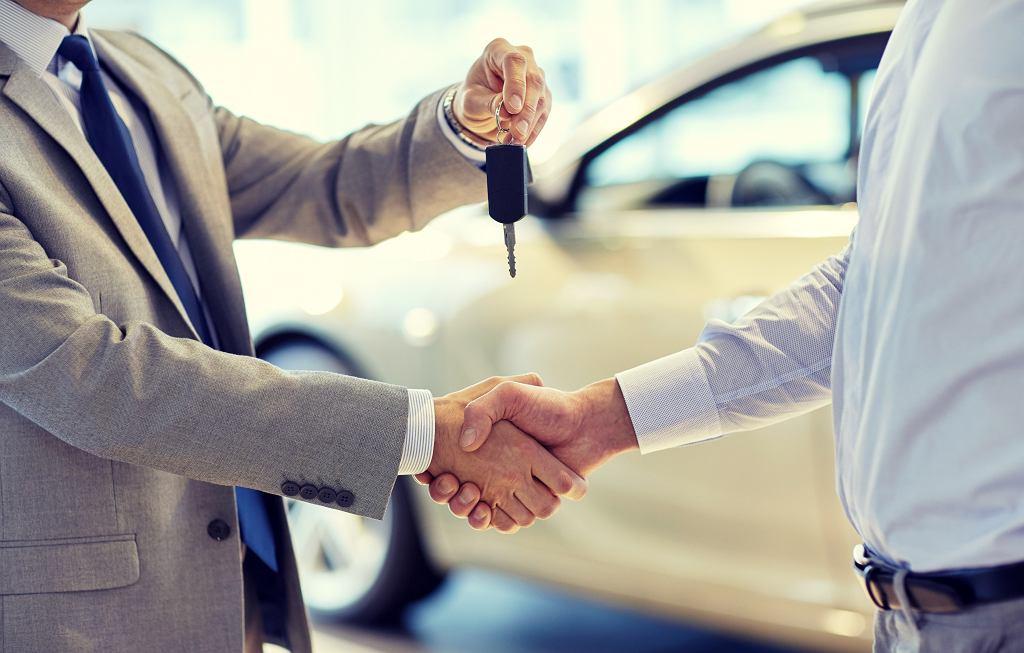 Przybywa chętnych na wynajem aut