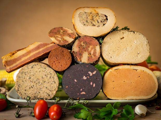 Widoczne na zdjęciu 'mięso' jest w pełni roślinne. Od jesieni sprzedaje je Rudy's Vegan Butcher - pierwszy wegański 'rzeźnik' w Londynie.
