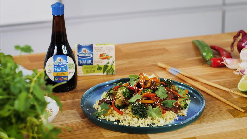 Stir fry z ryżem i warzywami