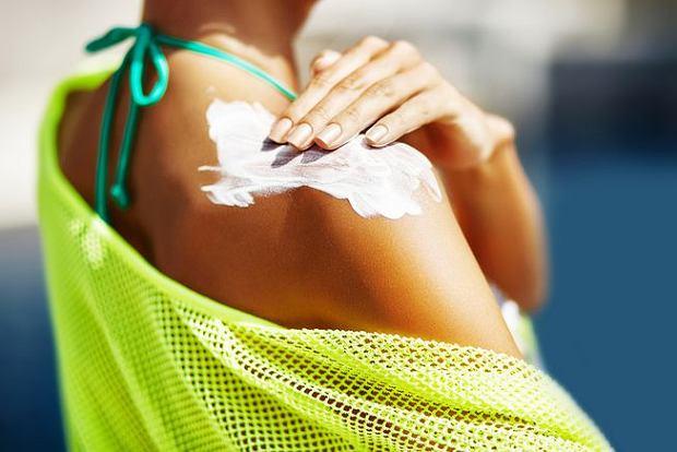 Żeby zapobiec poparzeniom słonecznym, pamiętaj o kremie z filtrem
