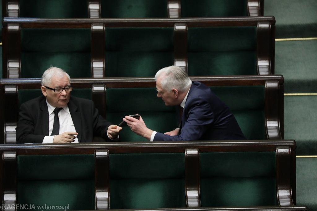Jarosław Kaczyński i Jarosław Gowin w Sejmie. Szef Porozumienia miał odrzucić ultimatum PiS ws. wyborów