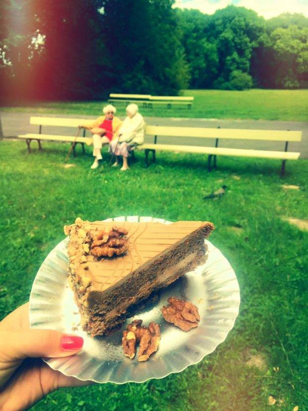 Cukiernia Misianka mieści się Parku Skaryszewskim, na zdjęciu: tort, z samych orzechów, bez mąki, z kremem kawowym