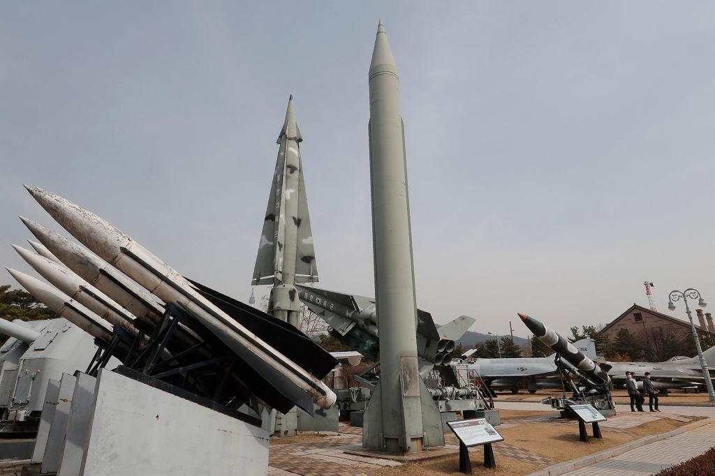 Pociski przy Muzeum Wojny w Seulu, zdjęcie ilustracyjne