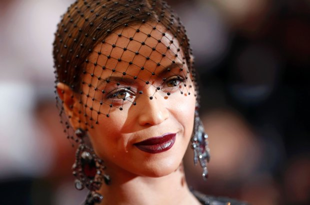 """Singer Beyonce Knowles arrives at the Metropolitan Museum of Art Costume Institute Gala Benefit celebrating the opening of """"Charles James: Beyond Fashion"""" in Upper Manhattan, New York May 5, 2014.  REUTERS/Carlo Allegri (UNITED STATES  - Tags: ENTERTAINMENT FASHION HEADSHOT)"""