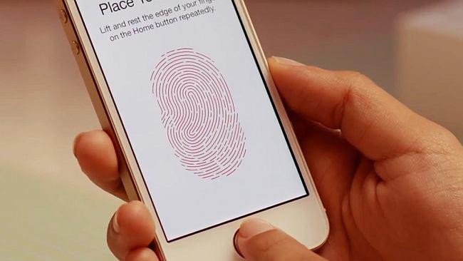 """Apple """"zabija"""" iPhone'y, które naprawiono w nieautoryzowanych serwisach. Użytkownicy są wściekli"""