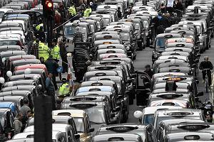 W Uberze zarabiają pośrednicy, kierowcy coraz mniej