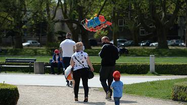 Nowe zasady od soboty 30 maja. Czy trzeba nosić maseczkę? (zdjęcie ilustracyjne)