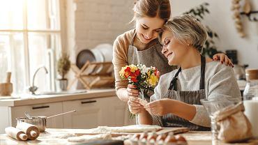 Kiedy jest Dzień Matki? Tradycyjne życzenia i rymowane wierszyki idealne do wpisania do laurki