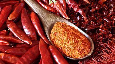 Papryka pepperoni uchodzi za słodko-ostrą, znacznie mniej pikantną niż na przykład piri-piri czy jalapeno