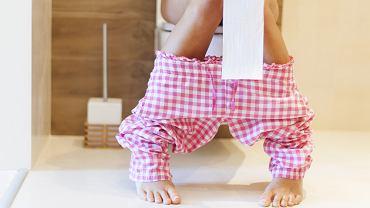 Śluz w kale nie jest rzadką przypadłością i zdarza się i u mężczyzn, i u kobiet. Powinien jednak zaniepokoić, kiedy razem z nim pojawiają się bóle brzucha.