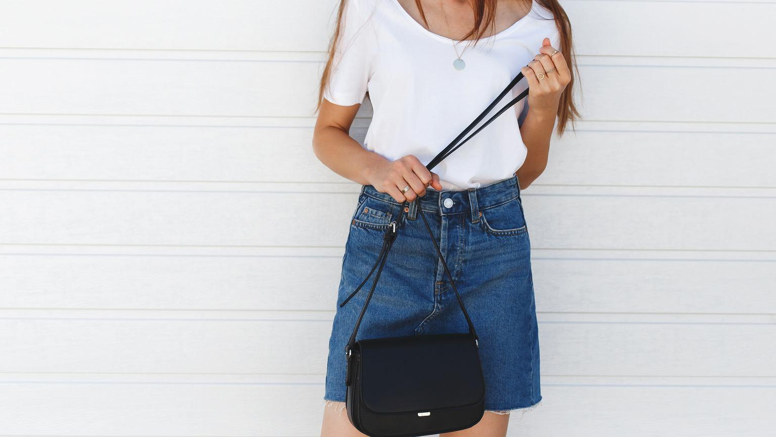 4665ccedd540bd Spódnica jeansowa - dla kogo i do czego? Najmodniejsze fasony i propozycje  stylizacji