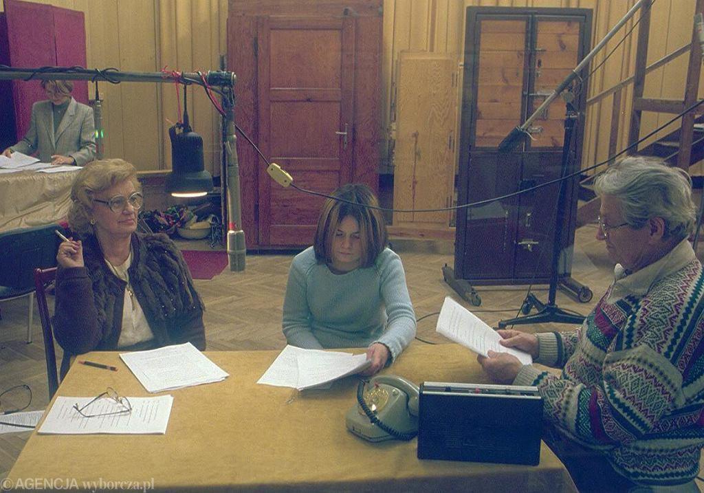 Od lewej: Ludmiła Łączyńska (Wisia) i Zuzanna Migalska (Justyna) podczas nagrywania 'Matysiaków'. Zdjęcie z 2001 r.