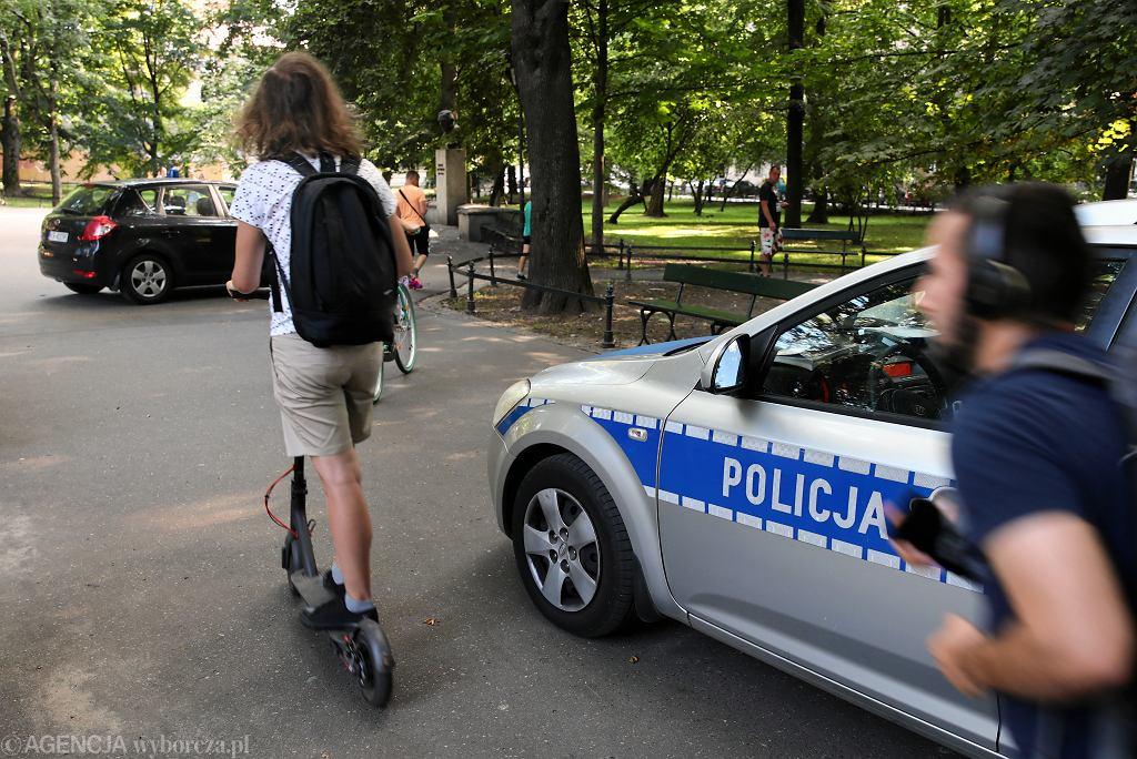 Miejsce gdzie doszło do potrącenia 4-letniego chłopca hulajnogą elektryczną w Krakowie