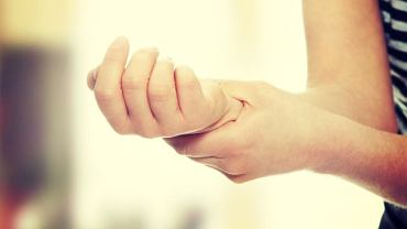 Ten niewielki guzek zazwyczaj pojawia się u kobiet i w skrajnych przypadkach zapowiada rozwój choroby nowotworowej