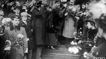 Piłsudski na Dworcu Wiedeńskim po przyjeździe z Krakowa, 12.12.1916 r.