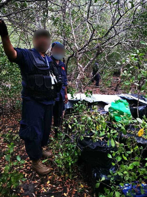 Papuascy i australijscy policjanci przechwycili 500 kg kokainy