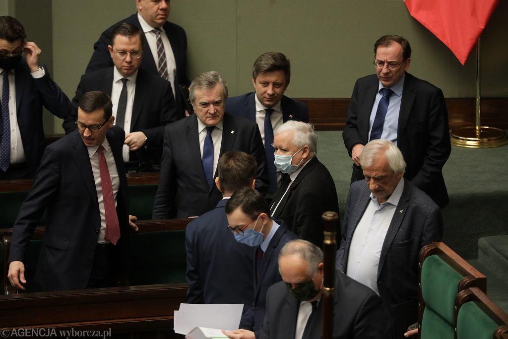 Wicepremier Jarosław Kaczyński, premier Mateusz Morawiecki i ministrowie