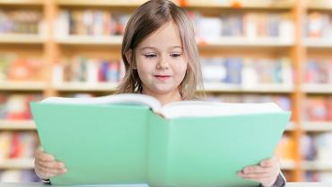 Książka do nauki czytania. Zdjęcie ilustracyjne