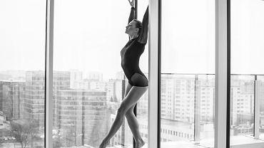 Jeśli ostatnio zachwyciły cię artystyczne zdjęcia tancerek na rurze, gimnastyczek lub par wykonujących akrobacje, prawdopodobnie ich autorką jest właśnie Katarzyna Milewska.